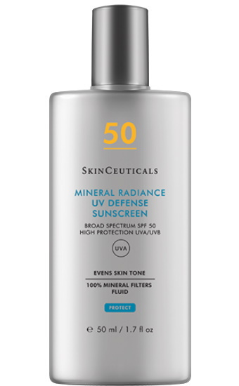 Mineral Radiance UV Defense SPF 50: Een getinte zonnebrandcrème samengesteld uit 100% minerale filters met breedspectrum UVA/UVB-bescherming dat de natuurlijke teint verbetert en de huid laat stralen